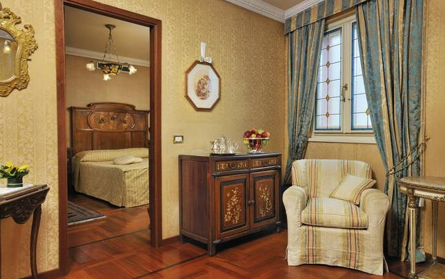 PRESIDENTIAL SUITE Mecenate Palace Hotel Rome