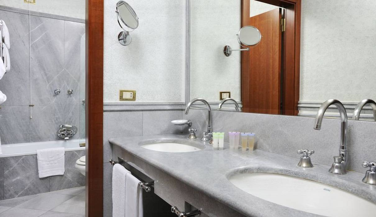Double Deluxe Room Mecenate Palace Hotel Rome